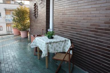 stanza con terrazzo